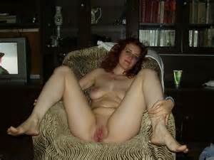 Mature redhead shows her big pussy. 1 photo