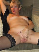 MATURE AMATEUR WIFE , old wet and juicy milf , creampie ...