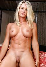 my-hotgirls:naked sexy milf