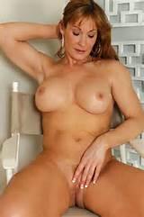 3051646-sexy-hot-cougar-nude