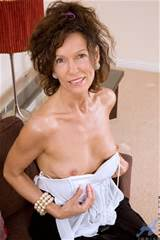 Sultry cougar milf gets totally naked and shows off her moist pink ...