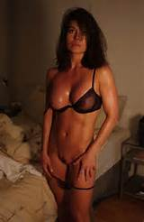 Fit MILF Babe In Her Skimpy Bra and Thong | Private MILF Pics