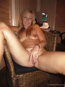 Horny MILF Rubbing Her Pussy | Private MILF Pics